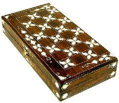 Доска для игры в нарды с перламутровой инкрустацией