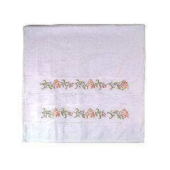 Полотенце, расшитое цветочным орнаментом